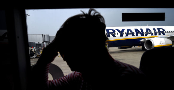 """Darbuotojams algas mažinanti """"Ryanair"""" vadovams išdalins premijas iki 458 tūkst. Eur"""