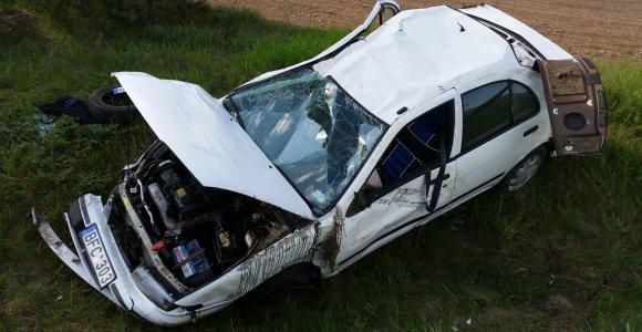 """Petrikaičiuose virtusio """"Nissan"""" vairuotojui nustatytas 2,6 promilės girtumas"""