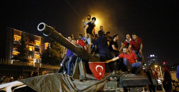 Turkija mini 3-iąsias nesėkmingo perversmo metines