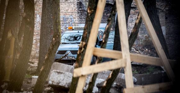 """""""Skydas"""" Vilniaus senamiestyje: vyras tarp šiukšlių rado sprogmenį, """"Aras"""" jį išvežė"""