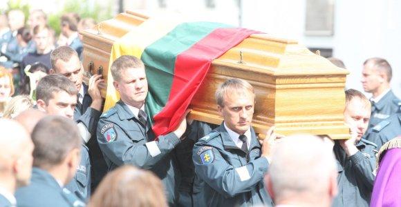 Telšių pareigūnams jau teko laidoti nužudytą kolegą: 15min primena mirtinus išpuolius prieš policininkus