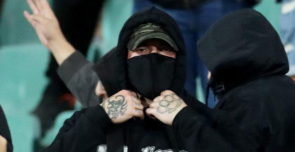Rasizmas futbole: Bulgarijoje sulaikyti šeši įtariamieji, Romoje teks uždaryti tribūnas