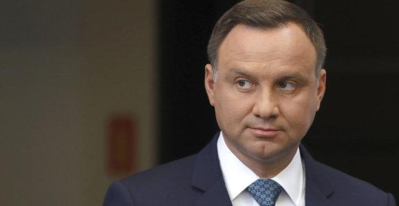 Pelė, kuri suriaumojo: Lenkijos prezidentas A.Duda paskelbė, kad vetuos teismų reformą