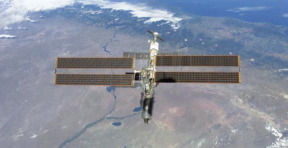 Du į TKS turėję skristi rusai dėl medicininių priežasčių bus pakeisti kitais kosmonautais