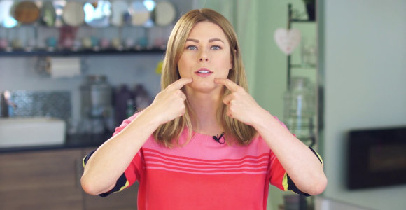 """Mimikos raukšlės burnos zonoje: jas sumažinti padės ir """"ančiuko"""" pratimas"""