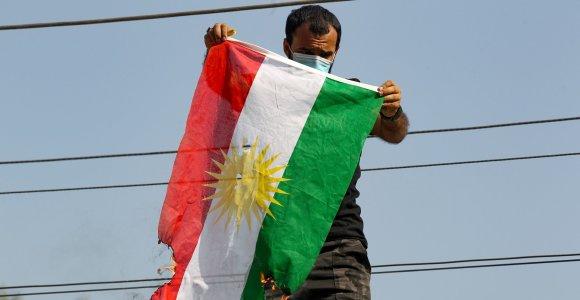 Bagdade proiranietiški protestuotojai padegė kurdų partijos biurą