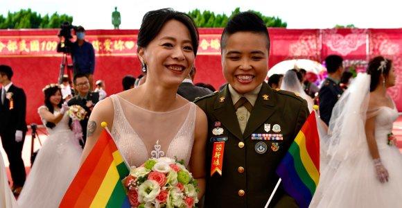 Taivane per masines kariuomenės organizuotas vestuves susituokė dvi gėjų poros