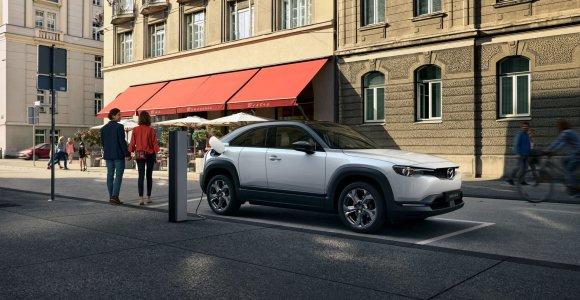 """Pirmasis """"Mazda"""" elektromobilis MX-30: kas slypi už modelio pavadinimo?"""