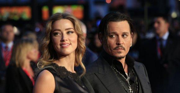 Johnny Deppas iš buvusios žmonos siekia prisiteisti 50 mln. dolerių už šmeižtą