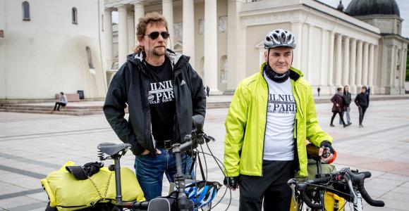 Du Lietuvos fotografai dviračiais iškeliavo į Paryžių
