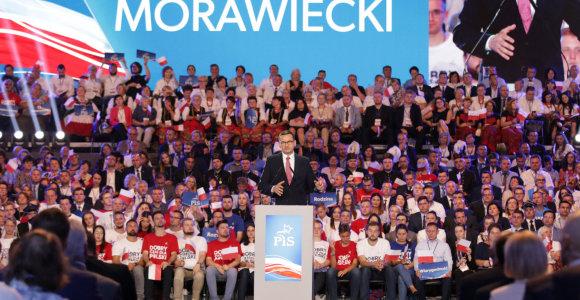 Lenkijos įvaizdį gerinti bandančią organizaciją purto didžiulis skandalas