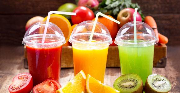 Tyrimas: kasdien išgeriama stiklinė sulčių ar gaiviųjų gėrimų didina riziką susirgti vėžiu