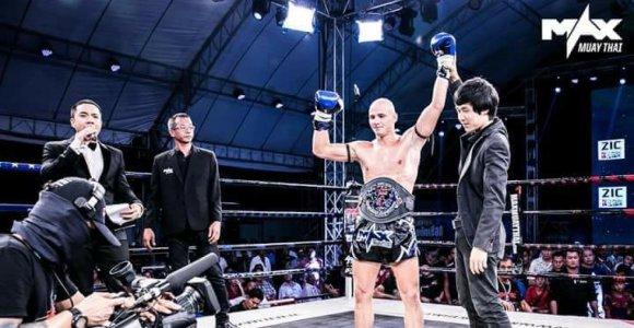 S.Gaižauskas su trenksmu grįžo į Tailando ringą: įveikė 181 kovą turėjusį tailandietį