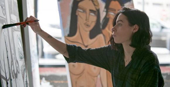 Menininkės Gia Ram kūriniai Kaune gimsta jos parodos lankytojų akyse