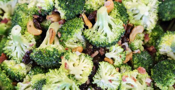 Netikėtas, bet puikus derinys: perlinių kruopų ir brokolių mišrainė