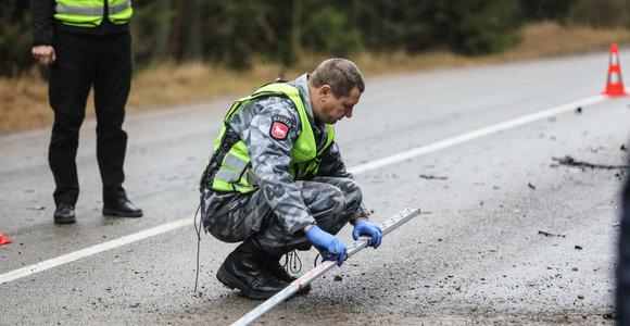 """Kauno rajone sužeistas į pratybas vykęs karys ir du civiliai: """"Volvo"""" susidūrė su """"Opel"""""""