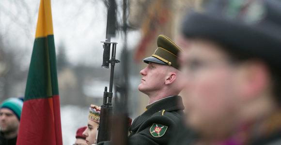 """Gėlių padėjimo ceremonija prie Kovo 11-ajai skirto paminklo """"Žinia"""""""