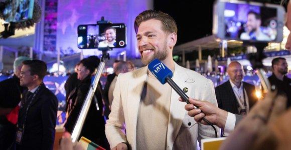 """""""Eurovizija"""" atidaryta: oranžiniu kilimu žengė ir Jurijus Veklenko"""