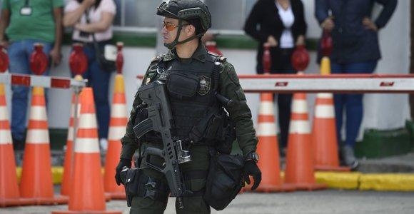 Bogotos policijos akademijoje sprogo užminuotas automobilis