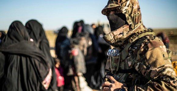"""Po IS """"kalifato"""" žlugimo džihadistai lenda iš tunelių, sako kurdų atstovas"""