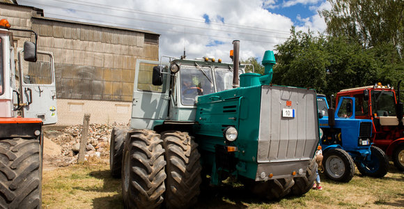 Keičiasi reikalavimai įvežamai naudotai žemės ir miškų ūkio technikai