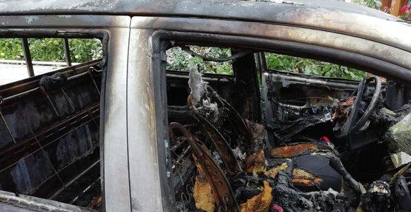 Karas miškuose: degantys urėdų automobiliai ir per naktį dingstantys ąžuolai