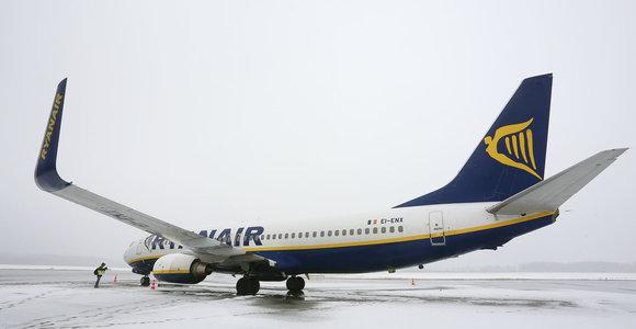 """""""Ryanair"""" seka paskui ukrainiečius darbuotojus: skraidys ir į Lietuvą, ir į Lenkiją"""