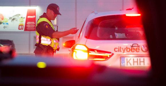 """Pilietiškas praeivis Vilniaus centre sulaikė """"CityBee"""" vairuotoją, įpūtusį 3 promiles"""