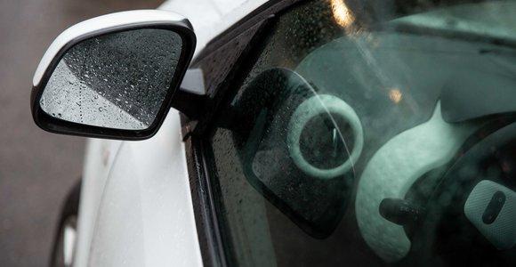 """Klaipėdoje """"Mercedes"""" liko be veidrodrėlių ir žibintų"""