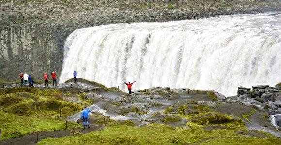 Islandija: užgesę ugnikalniai, lavos laukai ir elfų sakmės