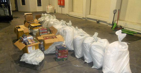 Pašto siuntose iš Rusijos – šimtai kilogramų kontrabandinio kaljano tabako