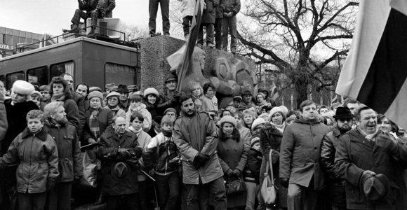 Prieš 30 metų: Vasario 16-oji – ir vėl šventė