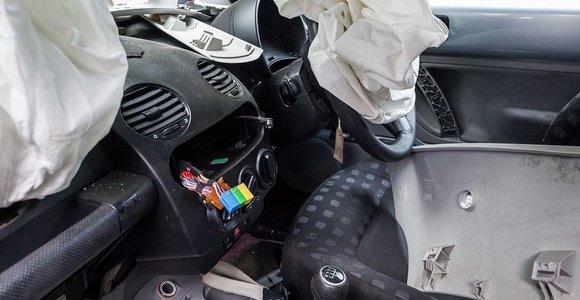 Iš seno automobilio susidaro trečdalis beverčių atliekų: už jų tvarkymą mokame visi