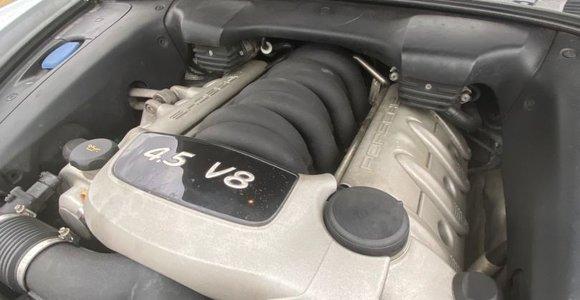 """Porsche Cayenne S"" ruošiama bekelės varžyboms"
