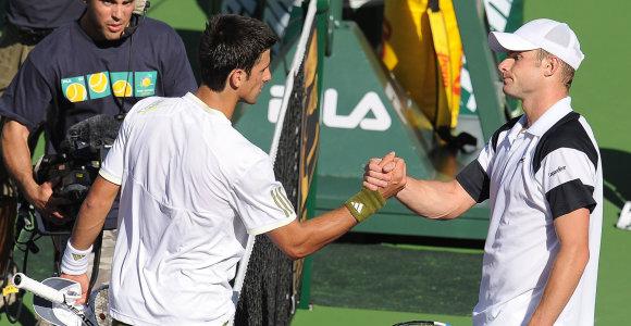 A.Roddickas pašmaikštavo apie teigiamą pergalių ir pralaimėjimų balansą prieš N.Džokovičių