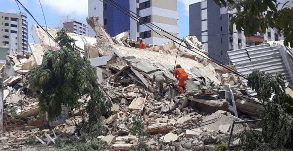 Brazilijoje sugriuvus septynių aukštų pastatui žuvo vienas žmogus, dar keli įstrigo po griuvėsiais