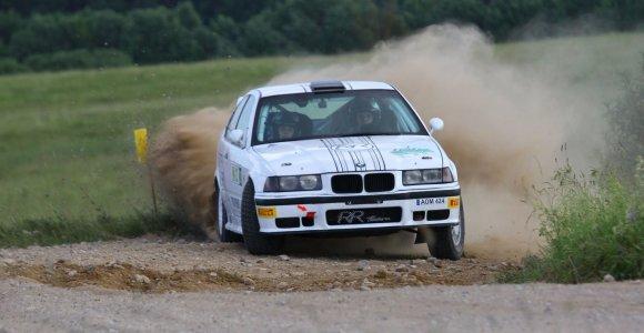 """""""RR Team"""" ekipažas """"Rally Žemaitija"""" varžybose į priekį praleido tik savo pačių kurtą automobilį"""