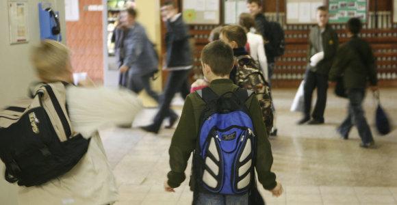 Vaikų pasiimti į progimnaziją atvykęs tėvas per klaidą primušė antroką