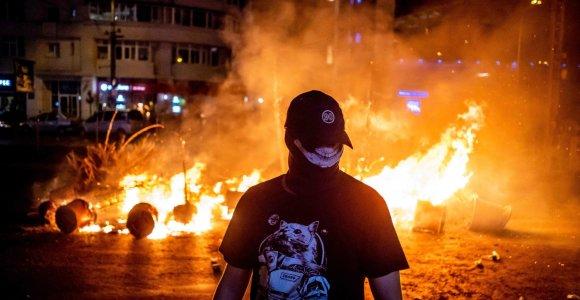 Rumunų prokurorai pareiškė kaltinimus policijai dėl jėgos panaudojimo prieš protestuotojus