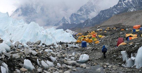 """Žygis ant """"pasaulio stogo"""": kiek kainuoja Everesto papėdėje kepti bulviniai blynai?"""