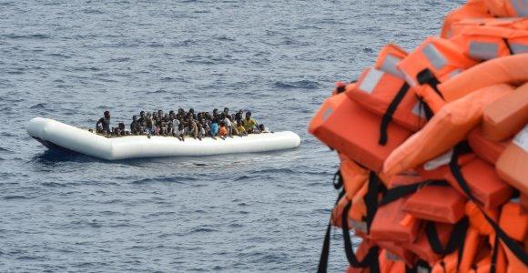 Prie Italijos apvirtus migrantų laiveliui žuvo du, dingo dar 25 žmonės