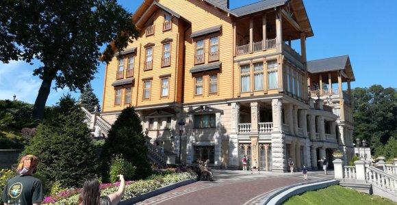 Išgaravusi tirono galybė: Viktoro Janukovyčiaus valdos lūžta nuo turistų