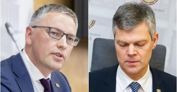 V.Bakas Seimo salėje grąžino D.Jauniškio jam įteiktą apdovanojimą: nepritariu tam, ką darote dabar