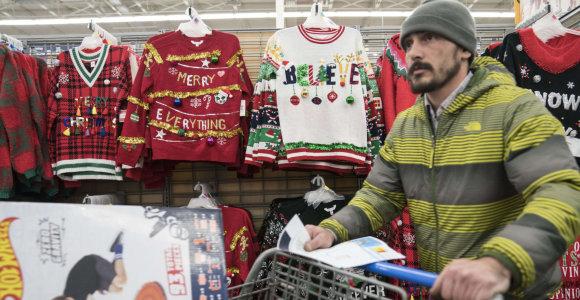 """""""Walmart"""" pašalino iš savo svetainės šventinį megztinį su kokaino tematika"""