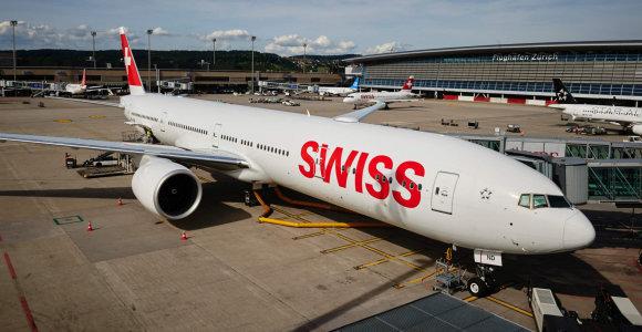 """Šveicarijos oro bendrovė dėl naujo incidento laikinai nutraukė orlaivių """"Airbus A220"""" skrydžius"""