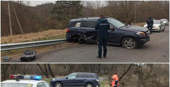 """Vilniuje sudaužytas """"Belmonto"""" savininko """"Mercedes"""": verslininkas spruko, nes buvo neblaivus?"""