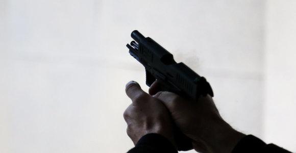 Populiarumo pažinčių svetainėje jonavietis siekė sau į galvą nukreiptu ginklu: dėmesio sulaukė