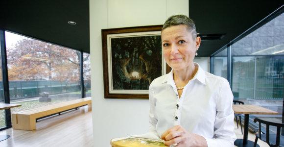 Kauno klinikų medikė Audronė siuvinėja originalaus dydžio M.K.Čiurlionio paveikslus: išsiuvinėti vieną užtrunka iki pusantrų metų