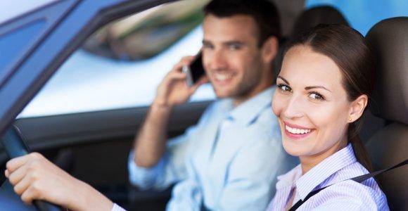 """Bandomasis automobilio važiavimas su """"aukle"""": kodėl pardavėjais turi būti mašinoje?"""