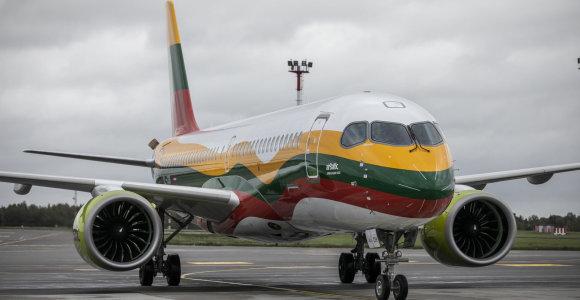 Vilniuje pirmą kartą nutūpė Lietuvos trispalve papuoštas lėktuvas